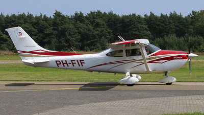 A picture of PHFIF - Cessna 182T Skylane - [18282031] - © BaszB