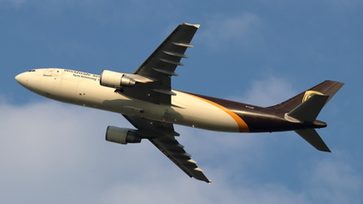 A picture of N122UP - Airbus A300F4622R - UPS Airlines - © Cam