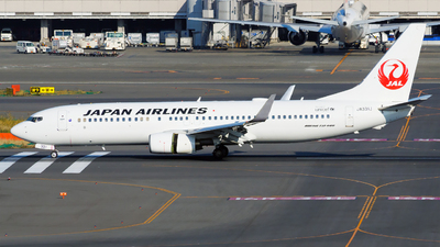 A picture of JA331J - Boeing 737846 - Japan Airlines - © tomobile
