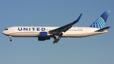 N674UA - Boeing 767-322(ER) - United Airlines