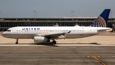 N425UA - Airbus A320-232 - United Airlines