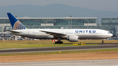 N77014 - Boeing 777-224(ER) - United Airlines