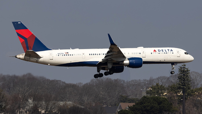 A picture of N821DX - Boeing 75726D - Delta Air Lines - © JinZi