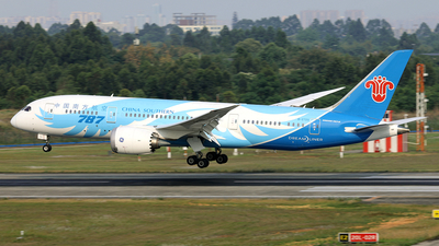 A picture of B2725 - Boeing 7878 Dreamliner - China Southern Airlines - © diqin265