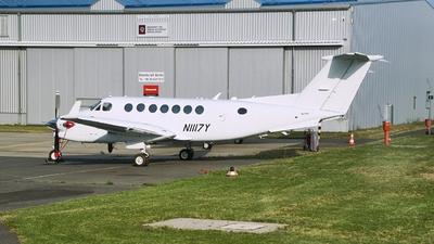 A picture of N1117Y - Beech B300 Super King Air 350 - [FL1117] - © JakkoFly