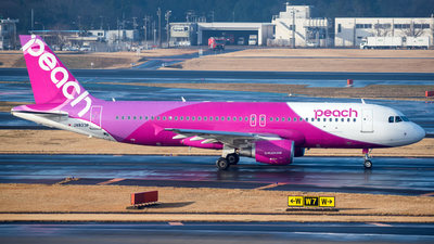 JA823P - Airbus A320-214 - Peach Aviation