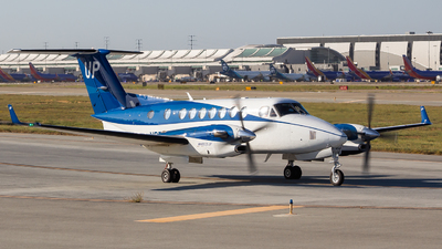 N872UP - Beechcraft B300C King Air 350C - Wheels Up