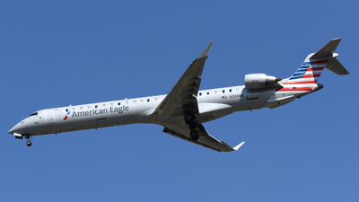 A picture of N586NN - Mitsubishi CRJ900LR - American Airlines - © DJ Reed - OPShots Photo Team