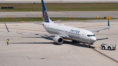 A picture of N77520 - Boeing 737824 - United Airlines - © Mark Lawrence
