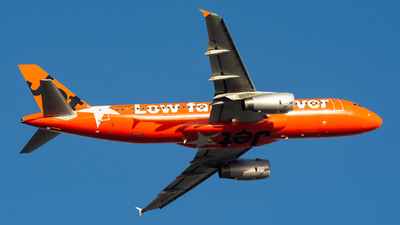 A picture of VHVGF - Airbus A320232 - Jetstar Airways - © Steve Worner