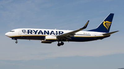 A picture of EIEKV - Boeing 7378AS - Ryanair - © Eduardo Seijo
