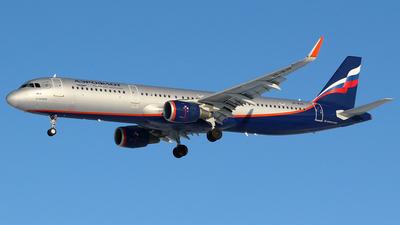 A picture of VPBJX - Airbus A321211 - Aeroflot - © BizavMen