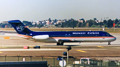 N204ME - McDonnell Douglas DC-9-32 - Midwest Express Airlines