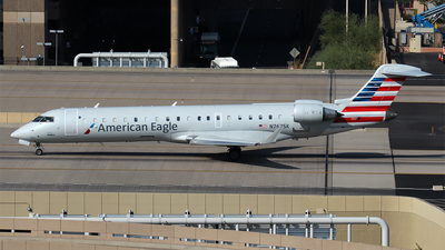 A picture of N762SK - Mitsubishi CRJ701ER - American Airlines - © Huy Do
