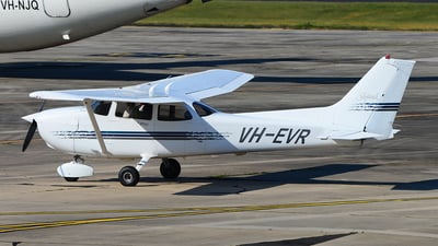 A picture of VHEVR - Cessna 172R Skyhawk - [17280252] - © George Canciani