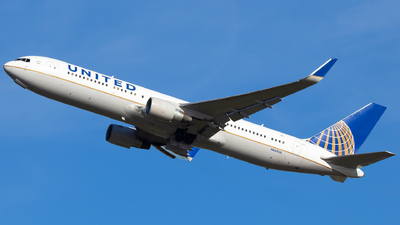 A picture of N665UA - Boeing 767322(ER) - United Airlines - © Arnold Aaron
