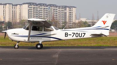 A picture of B70U7 - Cessna 172S Skyhawk SP - [] - © Adam_Thu