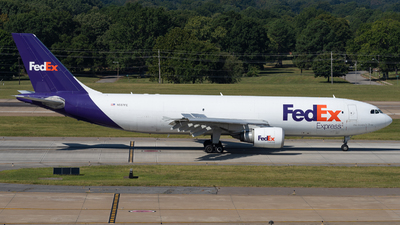 A picture of N687FE - Airbus A300F4605R - FedEx - © Haocheng Fang