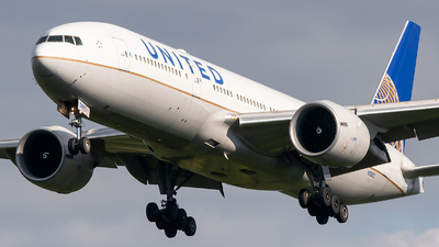 A picture of N78013 - Boeing 777224(ER) - United Airlines - © Evan Dougherty