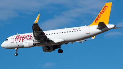 A picture of TCDCG - Airbus A320216 - Pegasus Airlines - © De Guidi Oscar