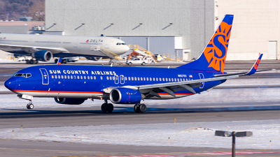 A picture of N827SY - Boeing 7378F2 - Sun Country Airlines - © Mateo Skinner