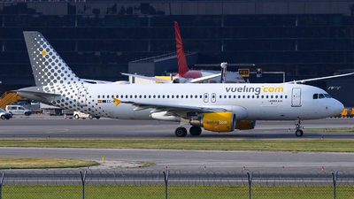 EC-MVO - Airbus A320-214 - Vueling Airlines