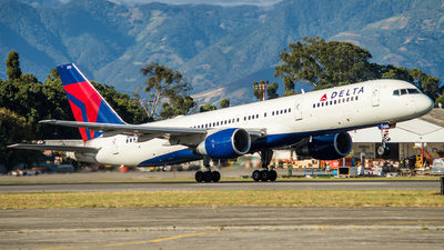 N696DL - Boeing 757-232 - Delta Air Lines