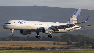 N12125 - Boeing 757-224 - United Airlines
