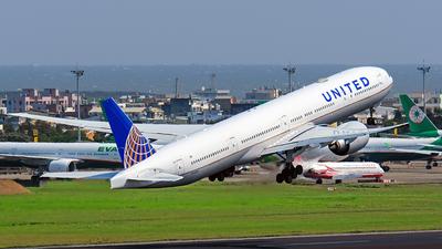 N2332U - Boeing 777-322ER - United Airlines