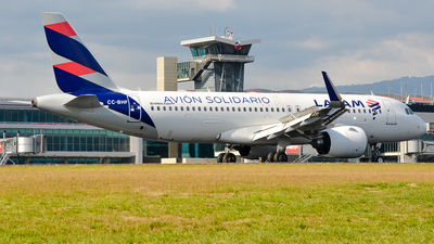 A picture of CCBHF - Airbus A320271N - LATAM Airlines - © RAFAEL FERNANDEZ ABARCA