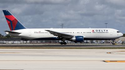 N140LL - Boeing 767-332 - Delta Air Lines