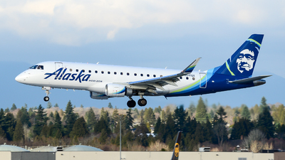 A picture of N641QX - Embraer E175LR - Alaska Airlines - © Chung Kwok