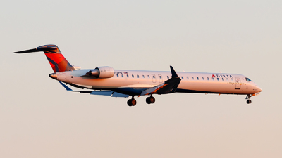 A picture of N302PQ - Mitsubishi CRJ900LR - Delta Air Lines - © Oliver Richter