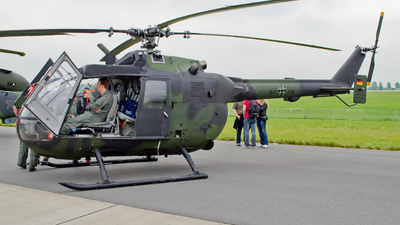 87-76 - MBB Bo105P1 - Germany - Army