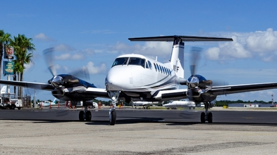 A picture of N994CF - Beech 300 Super King Air 350 - [FL248] - © Maxime CERTAIN-MESSAGER