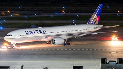 A picture of N781UA - Boeing 777222 - United Airlines - © Roger M
