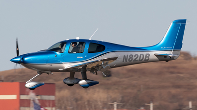 A picture of N82DB - Cirrus SR22 - [4711] - © HAOFENG YU