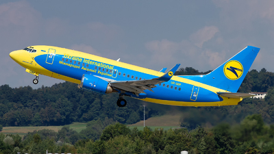 UR-GBF - Boeing 737-548 - Ukraine International Airlines