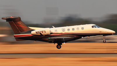 A picture of N371FX - Embraer Phenom 300 - Flexjet - © Hongming Zheng