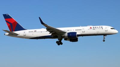 A picture of N554NW - Boeing 757251 - Delta Air Lines - © Eddie Heisterkamp