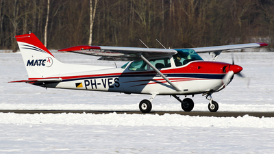 A picture of PHVES - Cessna F172P Skyhawk - [02063] - © C. v. Grinsven