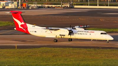 A picture of VHQOT - De Havilland Canada Dash 8400 - Qantas - © Mark H