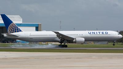 N68061 - Boeing 767-424(ER) - United Airlines