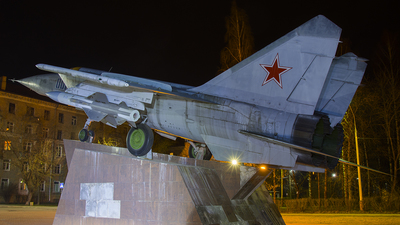 001 - Mikoyan-Gurevich MiG-25 Foxbat - Russia - Air Force