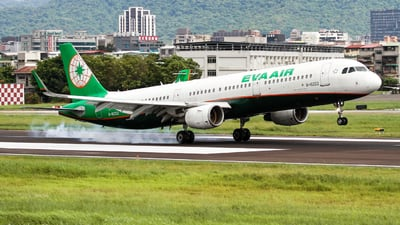 A picture of B16222 - Airbus A321211 - EVA Air - © weilien