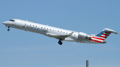 A picture of N710PS - Mitsubishi CRJ701ER - American Airlines - © Connor Cummings