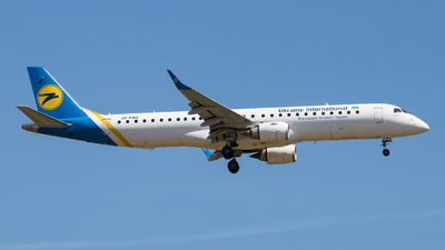 UR-EMG - Embraer 190-200IGW - Ukraine International Airlines