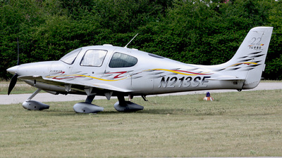A picture of N213SE - Cirrus SR22 - [2391] - © CHH