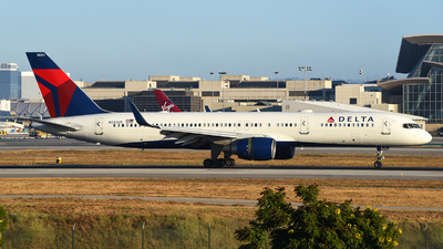 A picture of N543US - Boeing 757251 - Delta Air Lines - © Rocky Wang