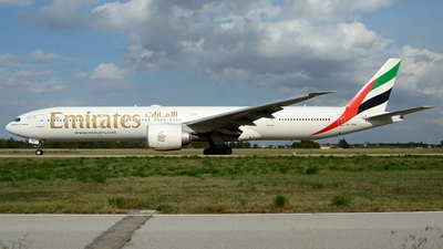 A6-ENW - Boeing 777-31HER - Emirates